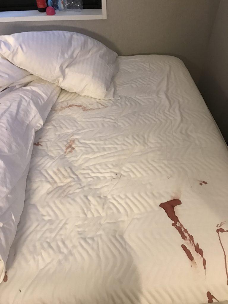 アパホテル 生理 ベット 真っ赤